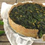 Brandnetel-spinazietaart met peper-boekweitkorst (glutenvrij)