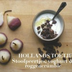 Stoofpeertjes met yoghurt en roggebroodcrumble