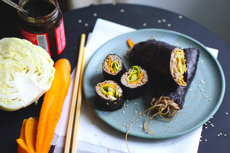 Soba sushi roll
