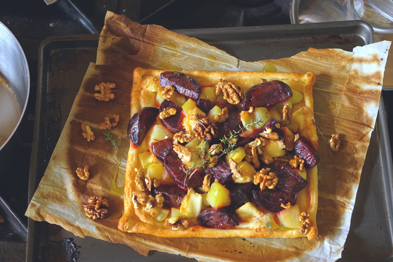 Galette van mosterd-bietjes, geitenkaas, walnoten en patison-pompoen