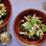 Lauwwarme salade van courgette, knoflook-champignons en Parmezaanse kaas