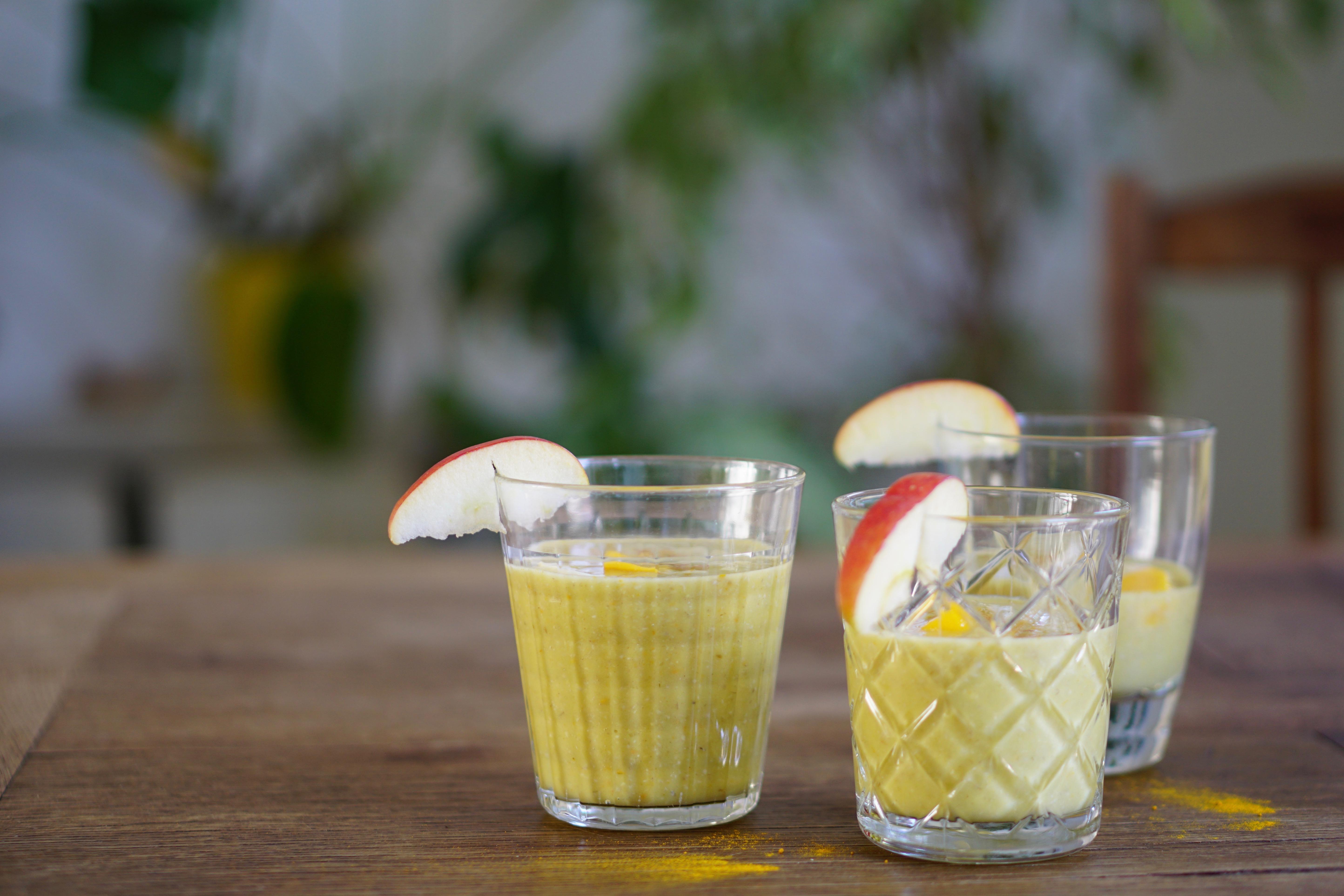 GOLDEN SMOOTHIE | gezonde ontbijtsmoothie met haver, mango en curcuma