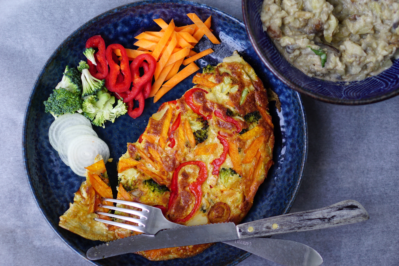 BABA FRITATTA | omelet met lekker veel veggies en baba ganoush