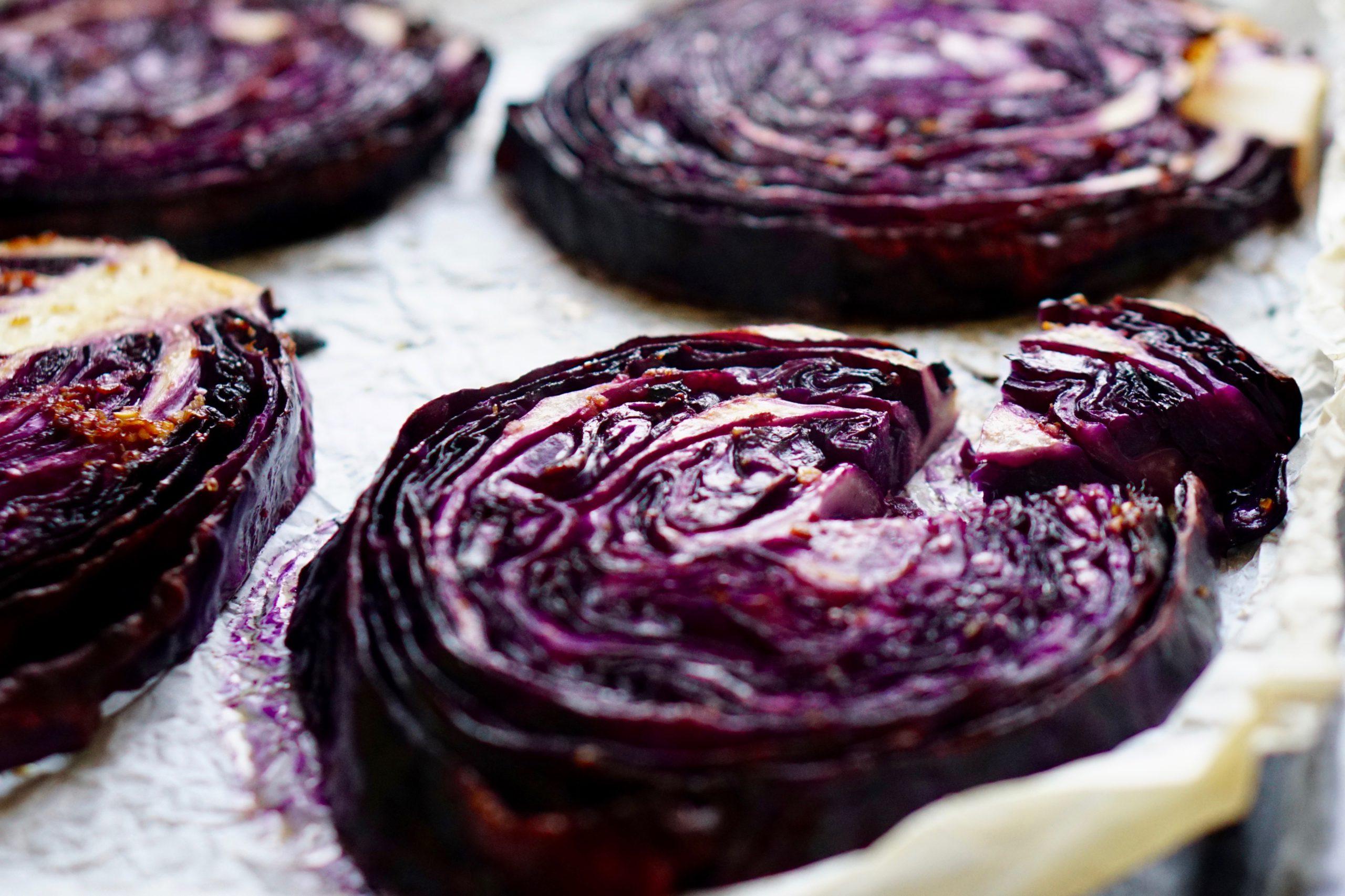 RODE KOOL STEAKS   geroosterde rode kool met balsamico-knoflook glaze