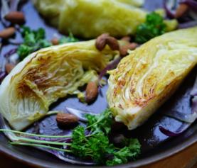 Gebraden spitskool | eet je met rijst en een vegaburger