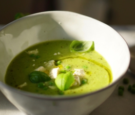Soepje van doperwten, prei en broccoli