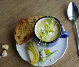 PREISOEPJE | met roquefort, peer en boekweit (en knoflooktoastjes!!)