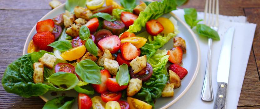 AARDBEIEN EN BASILICUM | in een super zomerse salade
