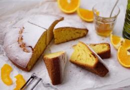MAKKELIJKE SINAASAPPEL-OLIJFOLIE CAKE   met honing