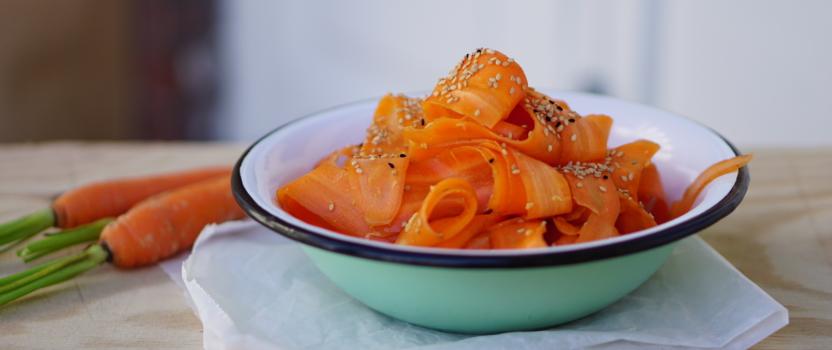 RAW WORTELSALADE | wortelkrullen gemarineerd in miso