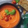 Heerlijke soep van geroosterde tomaten