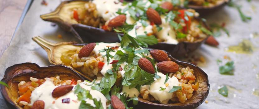 Gevulde aubergines met yoghurt-geitenkaas sausje, kan ook op de BBQ!!