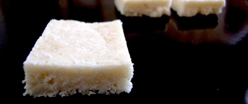 Snelle kokosblokken (zonder geraffineerde suiker)