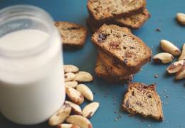 Paranoten / melk en biscotti