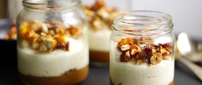 Sinaasappel-dadelkaramel met cashewroom: bijna vegan (bedankt lieve bijen!) en helemaal lekker