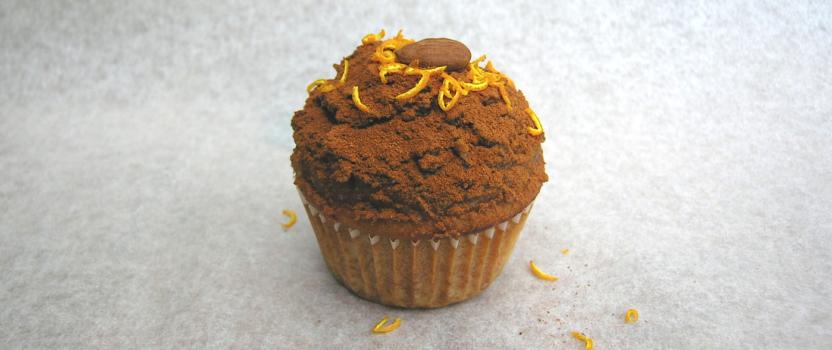 Vegan amandelmuffins met dadel-sinaasappel-kaneel topping