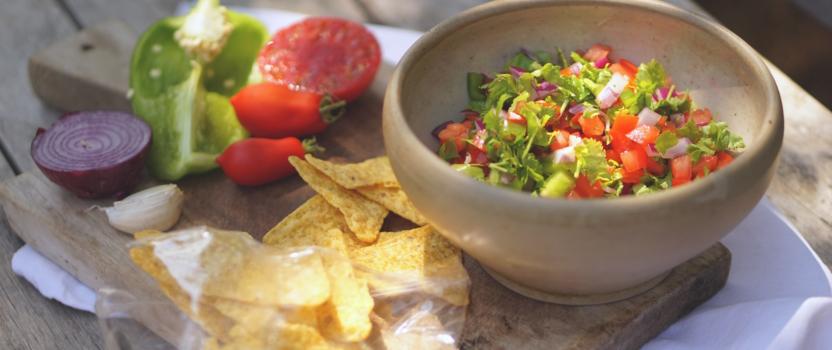 Salsa van tomaten en verse koriander