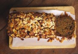 Gezonder tussendoortje: Wortel & bieten cake van spelt- en bananenmeel