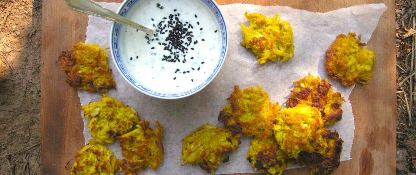 Kruidige zuurkool beignets met een knoflooksausje